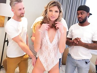 Sexy accommodative slut Gina Gerson gonna experience oral gangbang from time to time