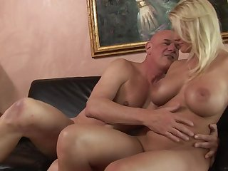 Age-old dude stuffs his fat horseshit buy her curvy young pussy