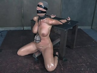 Servitude spanking stint leaves Syren De Mer with a cut to the quick pain in the neck
