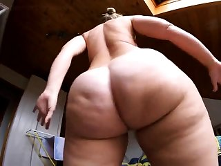 Butt Naked Tanz