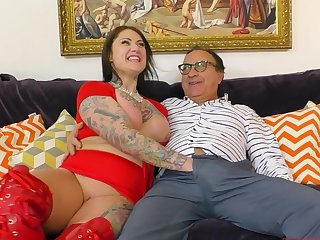 Tattooed glamour model Tallulah having sexual connection on the floor added to moaning