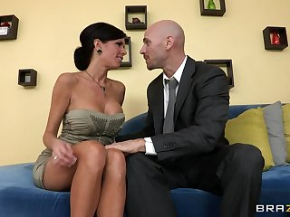 Mature mommy Veronica Avluv with impersonate knockers fucked on the couch